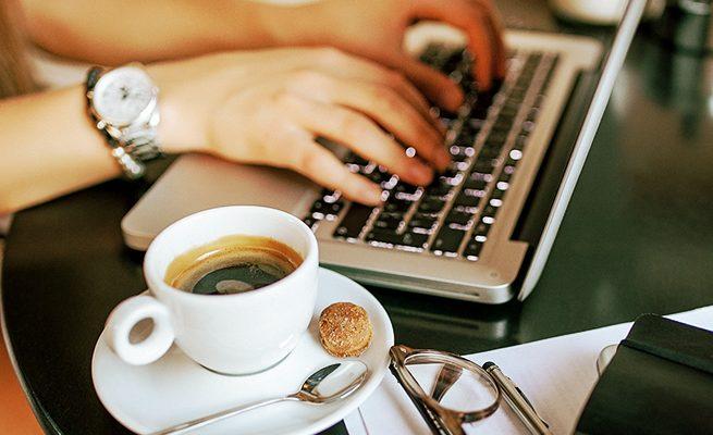 カフェで仕事をすると集中力が増す